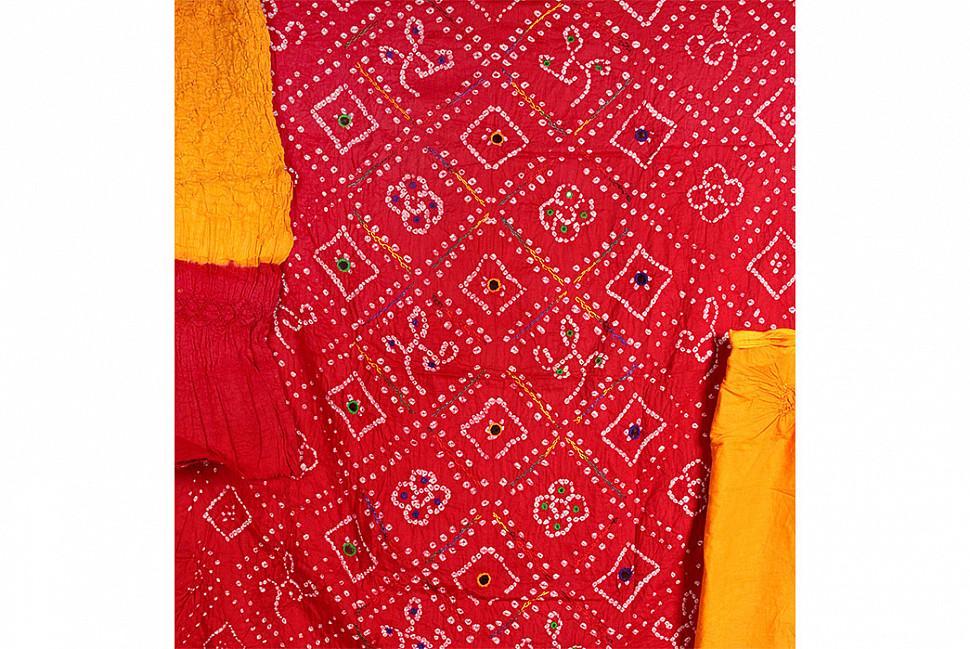 Пример индийской ткани бандхани. Изображение с Индия Арт.
