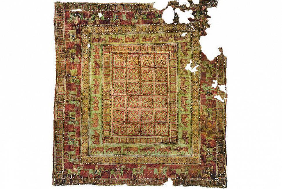 Пазырыкский ковёр. Самый древний ковер в мире появился в пятом столетии до нашей еры, напоминает ли вам что-то дизайн этого ковра?  Изображение с сайта Nazmiyal Antique Rugs